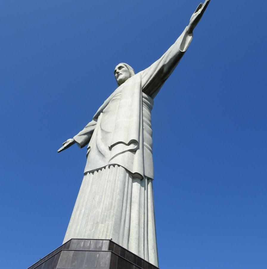 現地の人しか知らない?キリスト像との写真の撮り方!