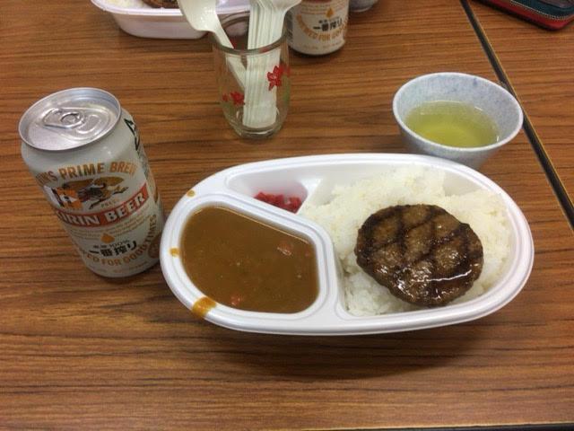 夕食のカレーとビール