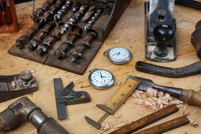 メーカーと時計修理店の違い
