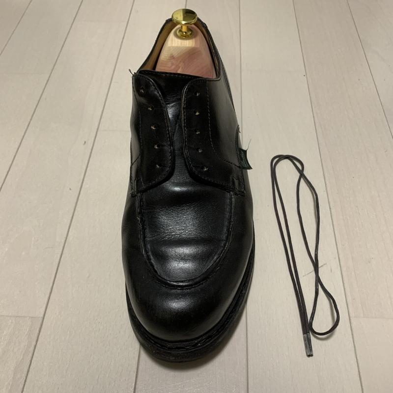靴紐をとってシューキーパーをセット
