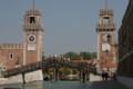 海軍造船所。右に日時計左に機械時計