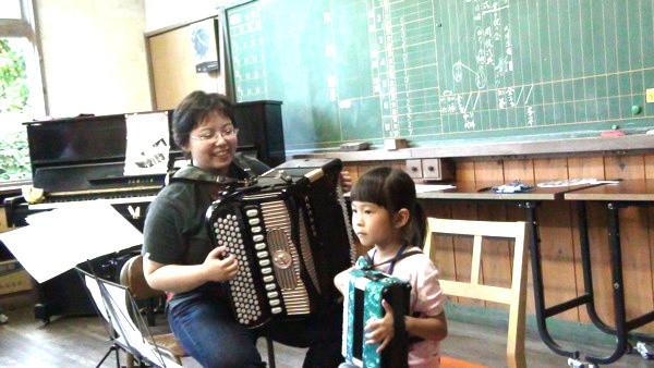 夏鈴ちゃん(6歳)/大田智美公開レッスンで「かねのね」の演奏