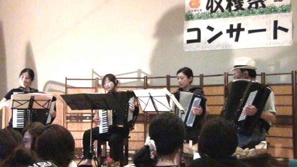 数馬温泉センターでアコーディオンミニコンサート開催。