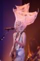 10周年記念公演のフィナーレを奇抜な衣装で飾った椎名林檎