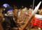 バンコク国際空港の周辺を封鎖する反政府市民団体のメンバー(AP)
