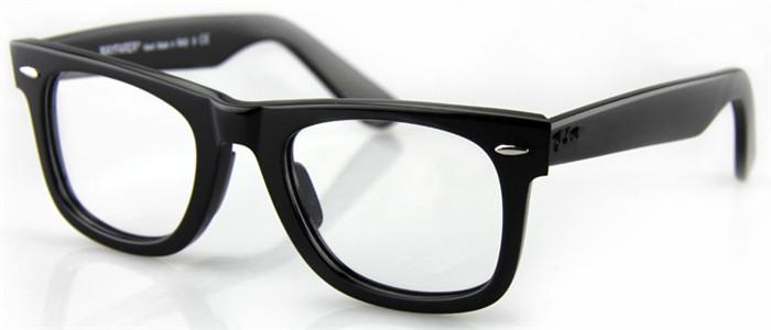 黒縁伊達メガネ太いセルフレーム