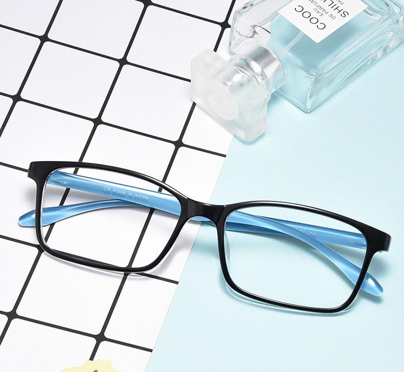スクエア型大人 眼鏡 おすすめ有名人