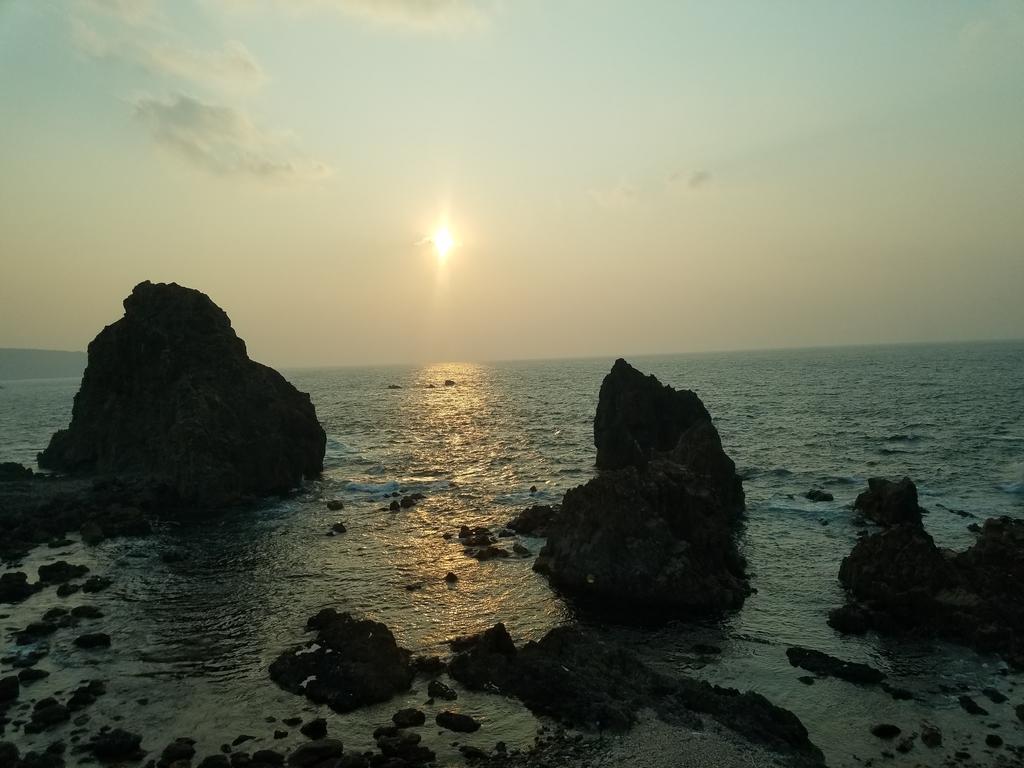 五能線からの夕日と海
