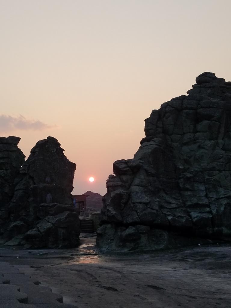 千畳敷からみえる五能線の夕日
