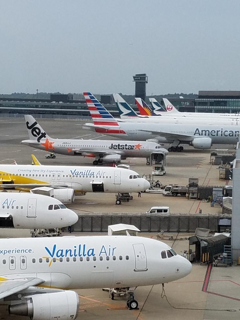 成田空港から見える飛行機たち
