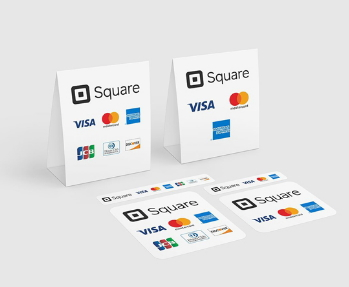 Squareのモバイル決済を示す店頭ステッカー