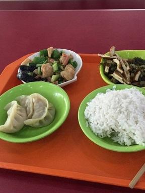 典型的な中国の大学の学食