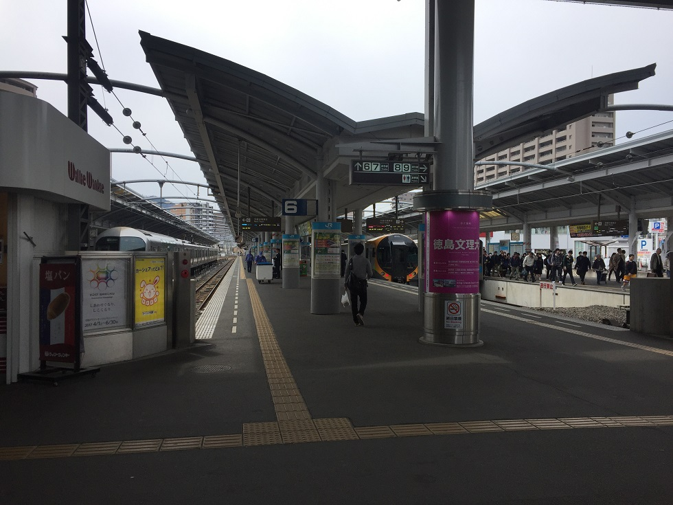 JR四国高松駅プラットホーム