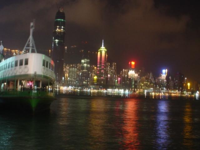 香港尖沙咀から写した香港島の夜景