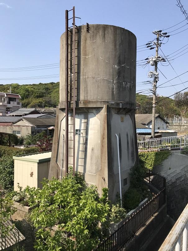 淡路島の鉄道の給水塔と言われているもの