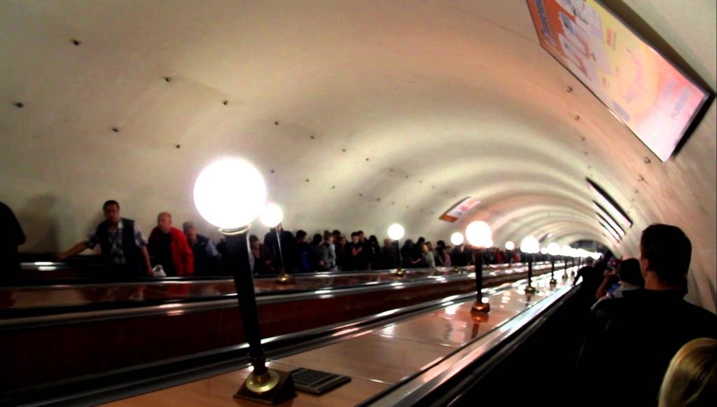 モスクワの地下鉄のエスカレーター