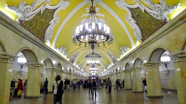 モスクワ地下鉄のコムソモーリスカヤ駅