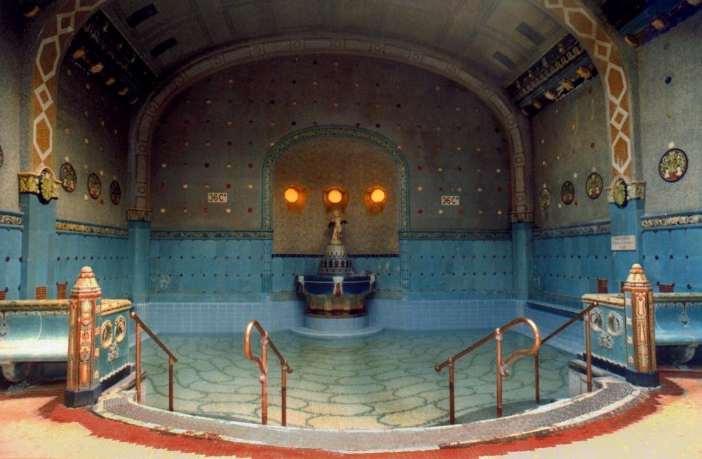 ブダペストの温泉。新世界の噴泉浴場