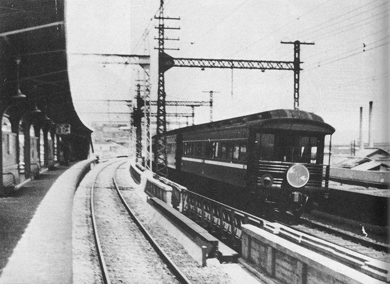 三ノ宮駅を発車した東京行き特急『燕』