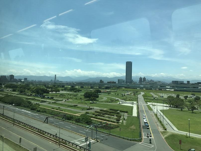 桃園空港MRTから見た新北市新荘の風景