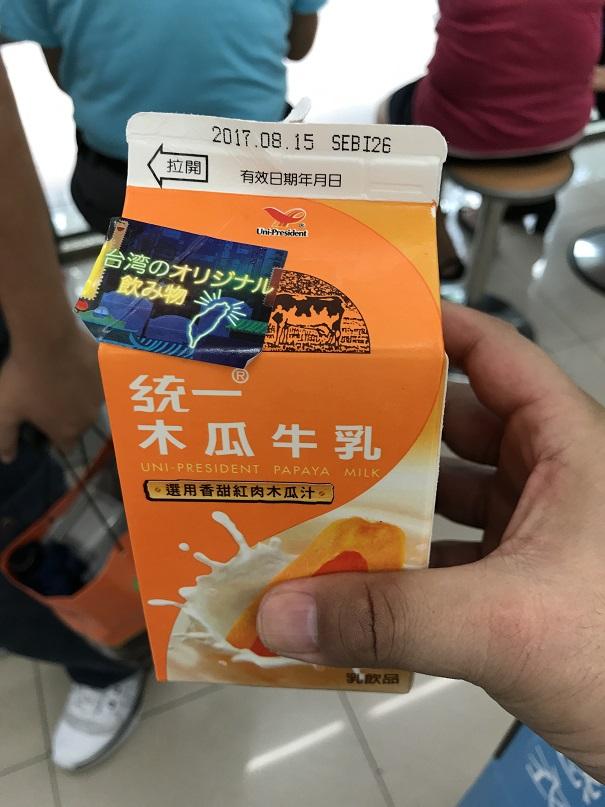 台湾のコンビニで売っている統一のパパイヤミルクジュース