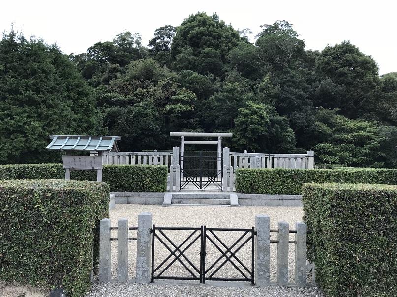 淳仁天皇淡路陵正面