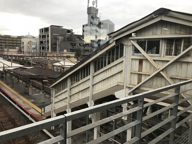 杉本町駅の古い跨線橋