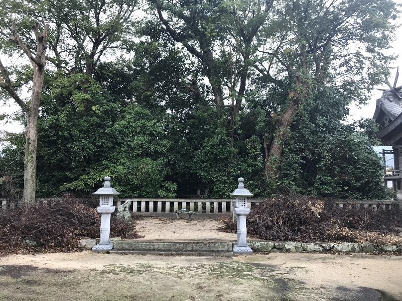 大炊神社の天皇塚1