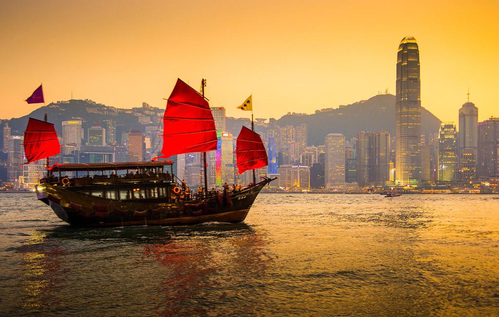 香港の海とジャンク船フリー画像