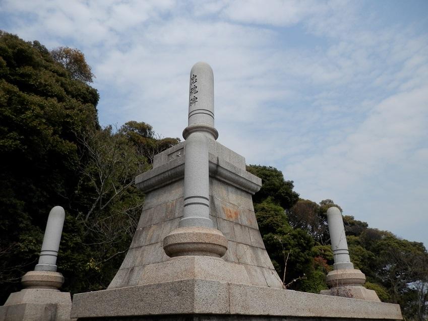 淡路島釜口八幡神社忠魂碑
