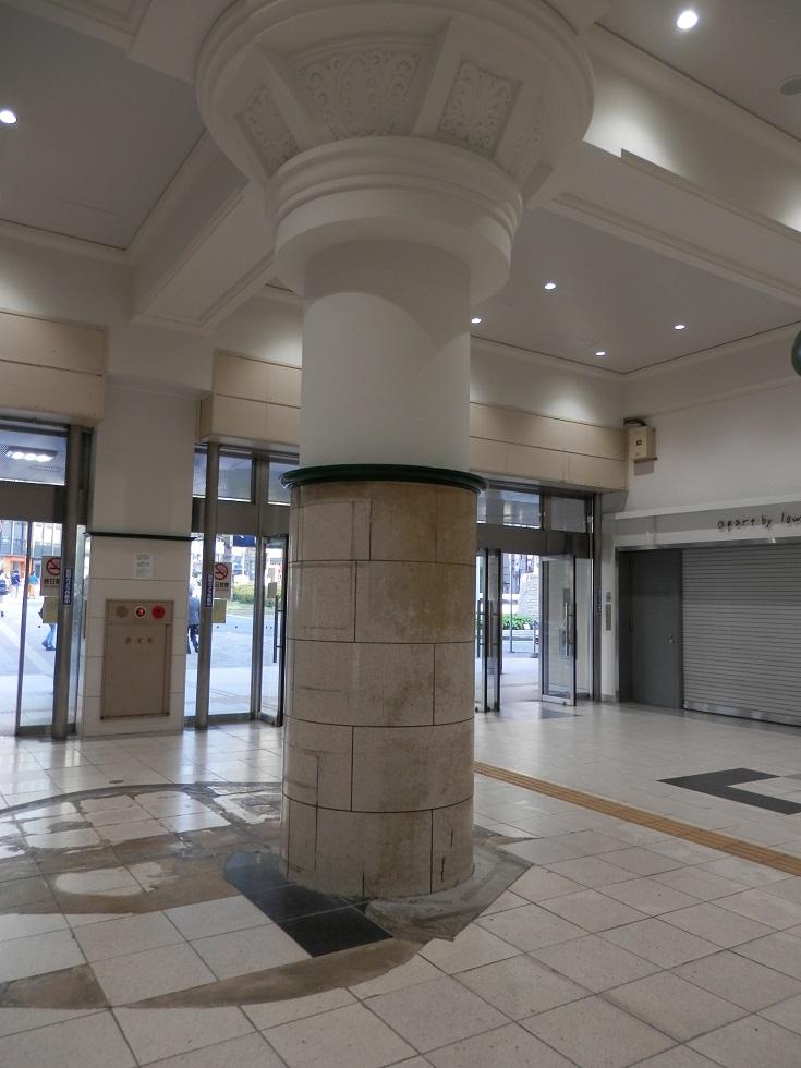JR三ノ宮駅の柱