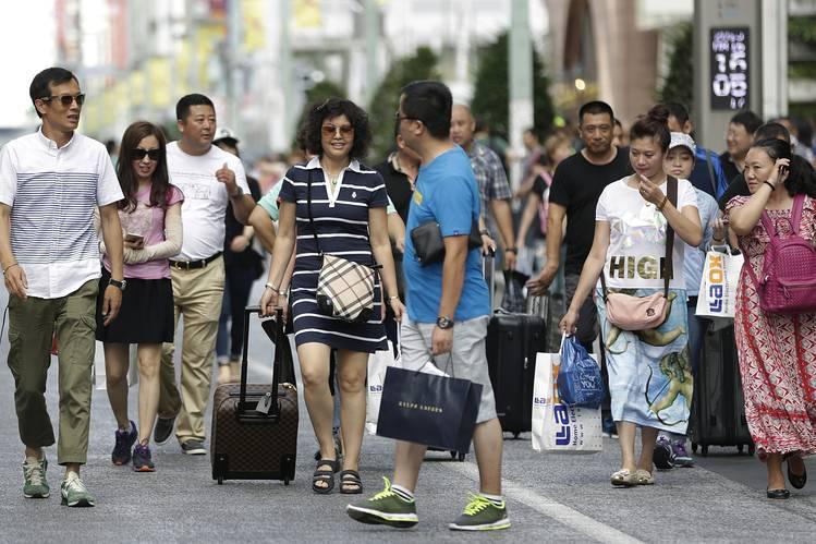 日本を観光する中国人