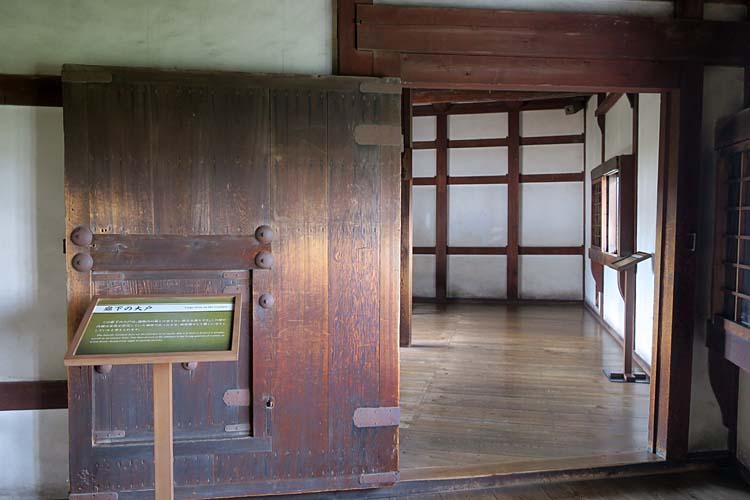 姫路城 廊下の大戸