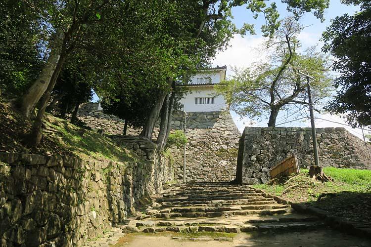 天秤櫓・鐘の丸への石段