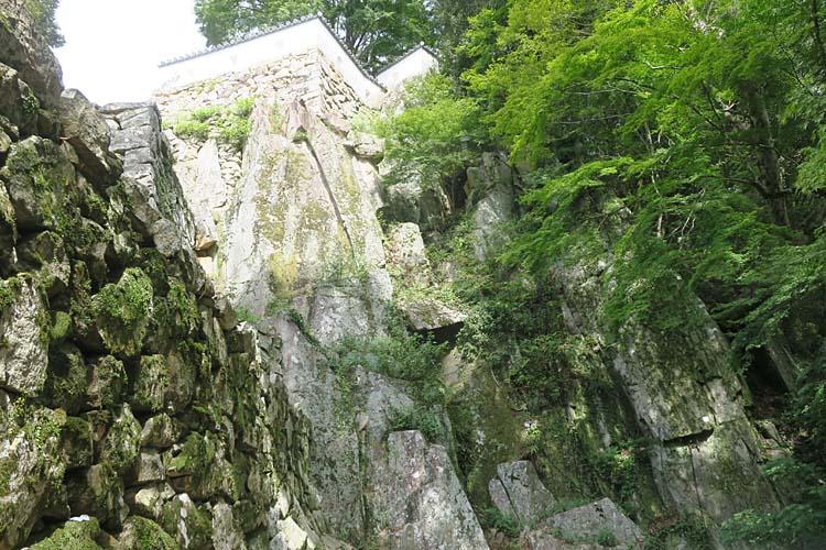 備中松山城 大手門脇の岩盤