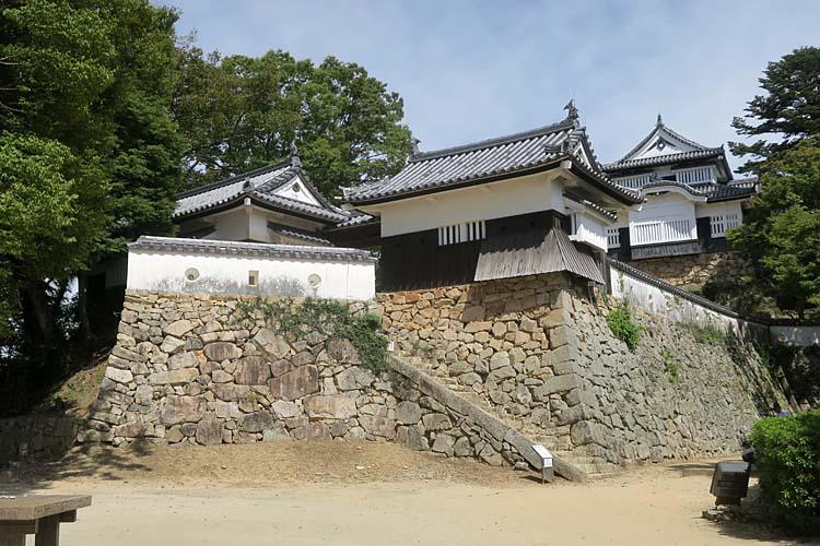 備中松山城 本丸平櫓と天守
