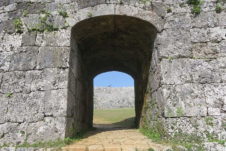 座喜味城 二の郭アーチ門