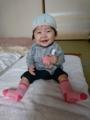 大西花のお座りと、華奈子おばさん製作の帽子