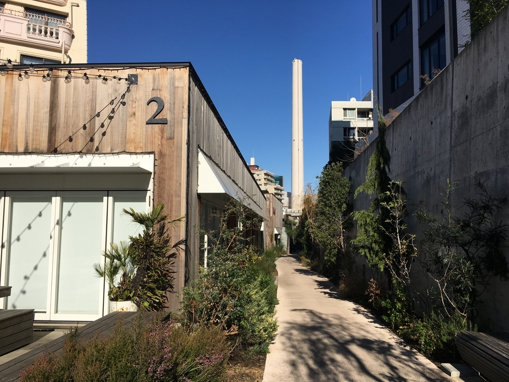 旧東横線の線路跡地に誕生したグルメやファッションを楽しめる商業施設「ログロード代官山」