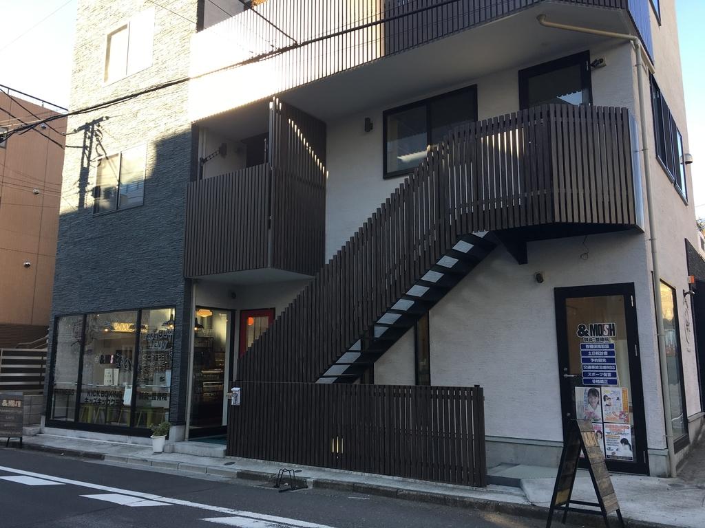 代々木八幡にあるランニングステーション/トレーニングスタジオ/鍼灸・整骨院/カフェ「&MOSH」