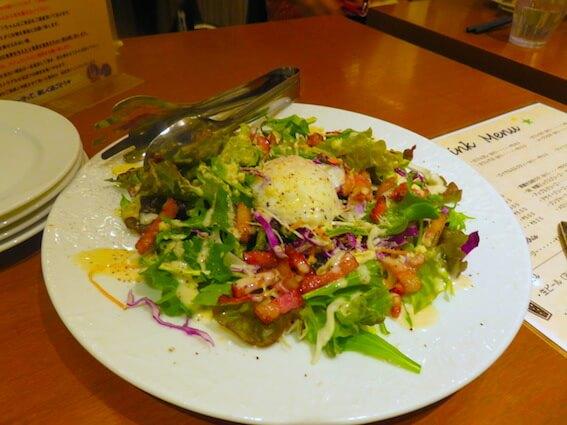 ドッグカフェのサラダの写真