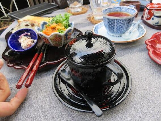 漆塗りのカップ&ソーサーの写真