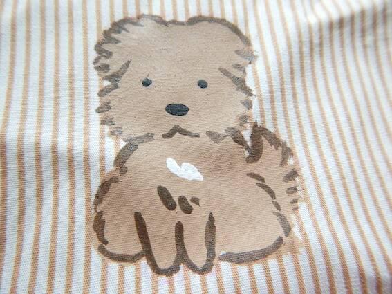 布に犬のイラストを描く