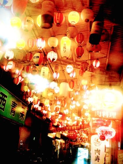 天神橋筋商店街の天井
