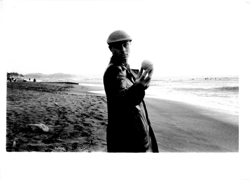 Byron Black(Canadian artist)/ 1981-2年頃?  江ノ島海岸?(photo by Y.Suzuki)