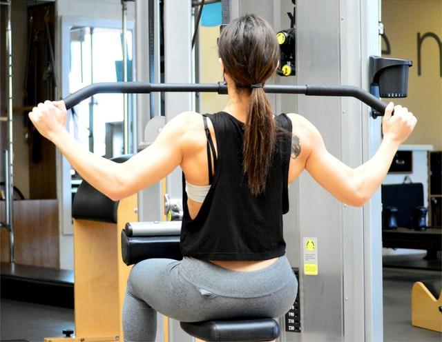 現在チャレンジ中♪50代女性が腹筋を割るための背中の筋トレメニュー