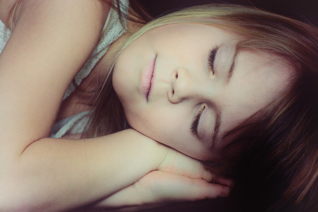 寝てる少女
