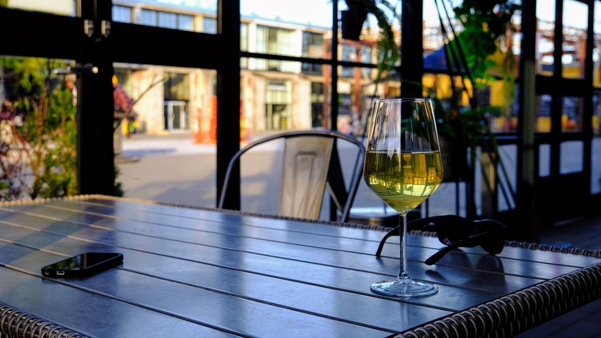 ピノグリージョとは?特徴やおすすめのワインを徹底解説! theDANN media