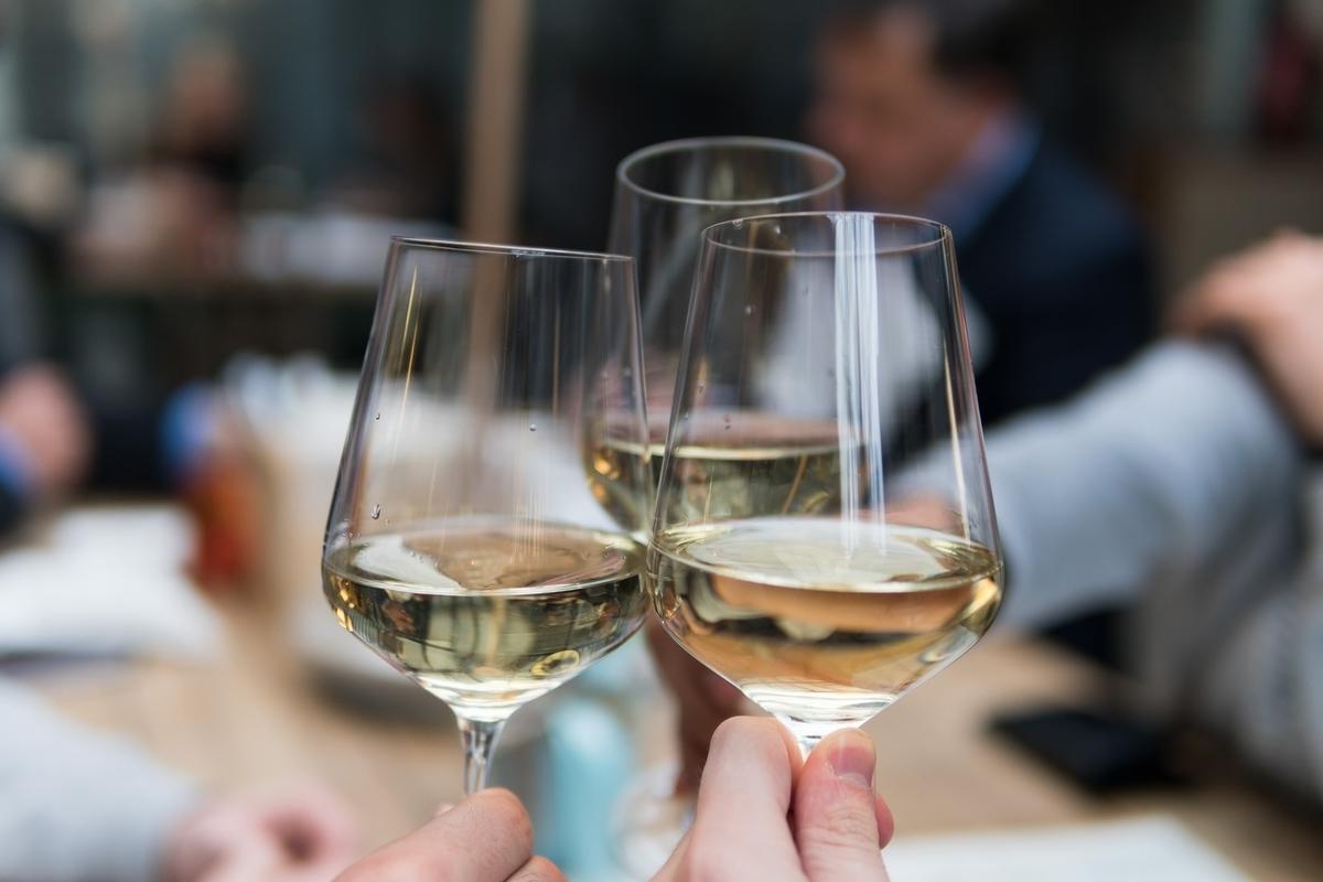 シャブリワインとは?特徴や美味しい飲み方を解説!|theDANN media