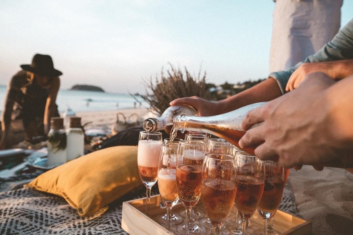 ロゼ・シャンパンとは?名前の由来や味わい、香りを徹底解説!|theDANN media